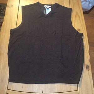 NWT;  Geoffrey Beene gray sweater vest;  size XL